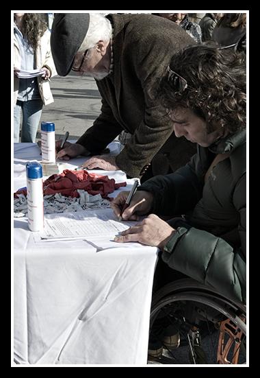 15-02-2008-firmas-contra-la-politica-casposa_10