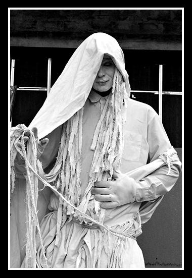 08-03-2009-artista-en-la-calle_1-1