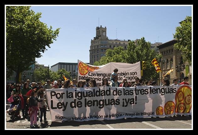 16-05-2009-por-la-igualdad-de-las-tres-lenguas_47