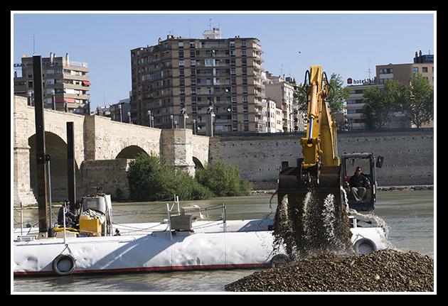 02-06-2009-dragando-el-ebro_37