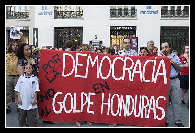 http://primo.com.es/wp-content/uploads/2009/07/02-07-2009-no-al-golpe-de-estado-en-honduras_27.jpg